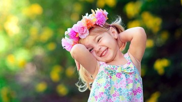 44643_cute-small-girl-smile-wallpaper-1920x1080